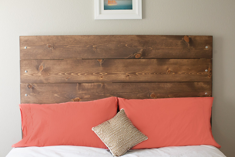 Diy reclaimed wood inspired headboard nautical bedroom for Tapisserie tete de lit
